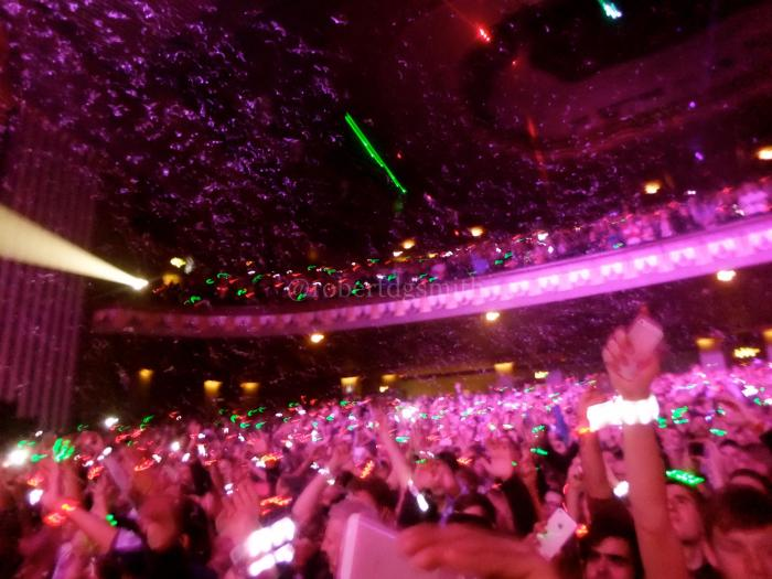 ColdplayUnder1RoofApolloLondon2013Xylobands